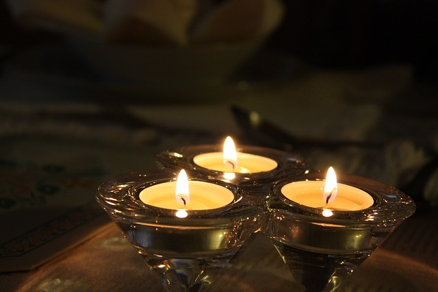 tři čajové svíčky