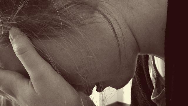 plačící dívka